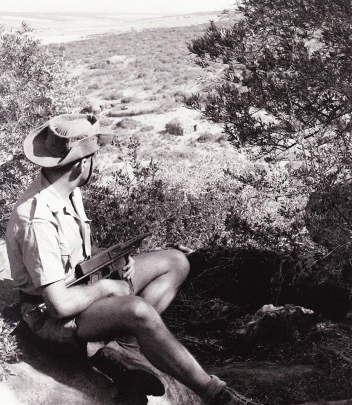 جندي العدو في الحراسة بمنطقة بوحمامة