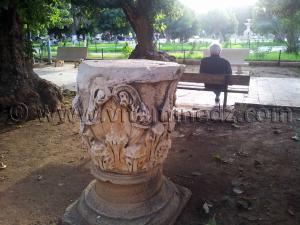 Pièces en marbre à la placette de Cherchell (Caesarée)