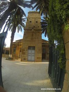 Porte de la mosquée aux 100 colonnes