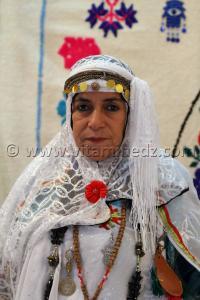 Femme de Djelfa au Salon National du Tapis à partir du 16 Novembre 2014 de Tlemcen