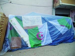 Saïda - Expulsée, une famille survit dans une tente