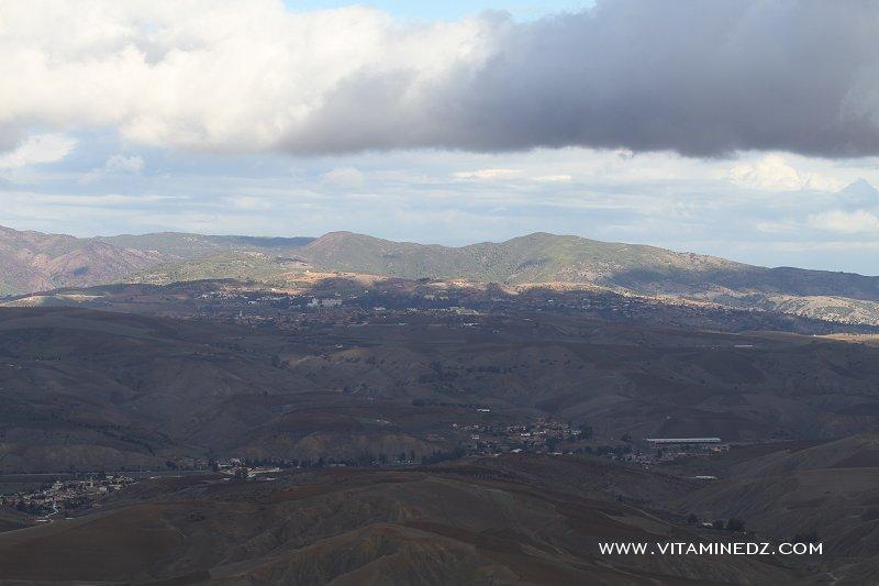 Le Mont Zaccar depuis l'autoroute Est-Ouest