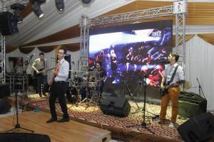 Photo du groupe sur scène