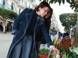 Alger - Les alg�rois et les fleurs: Une relation �pineuse