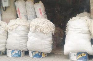 Arrêt sur image - Vu à Souk-Ahras: La plus récente salle de cinéma de Souk-Ahras transformée en échoppe où se vend de la laine de mouton en vrac