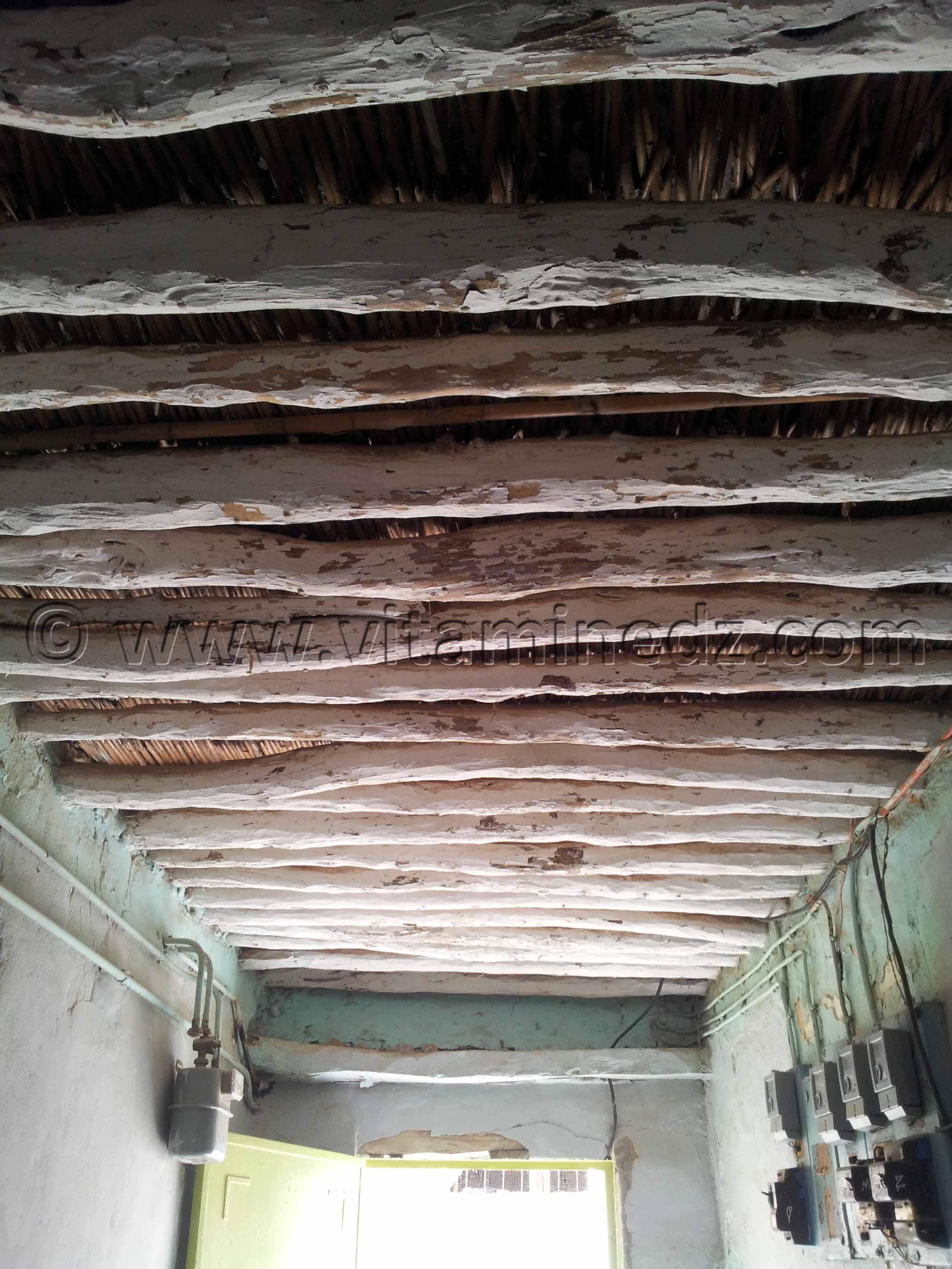 plafond en bois ancien derb dar diaf une ruelle historique en voie de disparition tlemcen. Black Bedroom Furniture Sets. Home Design Ideas