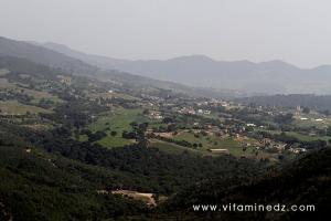 Mqam Sidi Abdelkader Al Djillani à Tenes supplombant la ville et sa région.