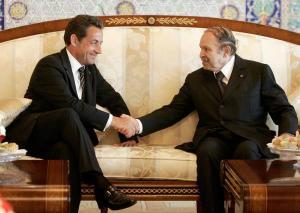 Sarkozy présente son union méditerranéenne à Bouteflika