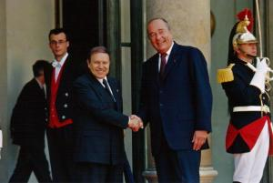 Abdelaziz Bouteflika avec Jacques Chirac en France