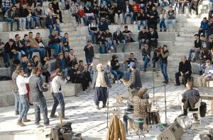 CHANTS, DANSES, PEINTURE ET DIVERSES EXPRESSIONS ARTISTIQUES HIER � LA GRANDE-POSTE.  Alger: les jeunes se r�approprient l�espace public