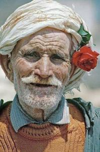 Photo magnifique d\'un vieux paysan algérien