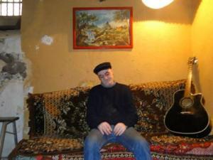 Batna - Djamel Bensba�. Musicien: L�homme qui a fait de sa cave une ruche aux artistes