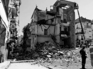 Effondrement d'un immeuble à Skikda: Panique et colère parmi les riverains