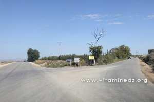 Route vers Chleida et Sidi Abdelli � droite, Route vers Bensekrane Tout droit
