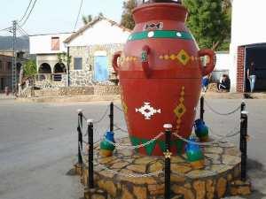 Un chef-d'œuvre dans l'une des places de Houra Bouzeguène