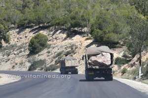Ces blocs de roches qui n'arretent jamais sur la route de Ghazaouet