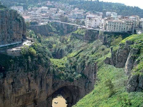 Projet de réhabilitation du chemin des touristes à Constantine: 162 tonnes de déchets collectés sur le site