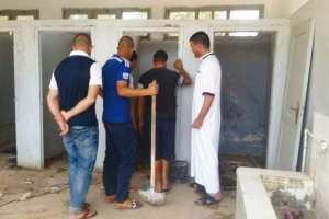 DEVANT L'INERTIE DE L'APC DE KHEMIS EL-KHECHNA: Des bénévoles nettoient et réparent les sanitaires d'une école primaire