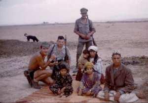 Vie au commando Dans la plaine du Boudeirhem il n'y a que des femmes et enfants - Les hommes aux maquis..!
