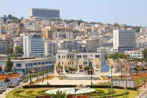 ALGER : La place de la Résistance.. Et la statue du Docker , au niveau du port d'Alger !