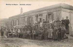 Des Colons à l'Ex.Borely La Sapie. Ouamri. Devant l'Hotel Fort.