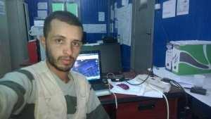 Mokrani Yazid dans son bureau .d'etude