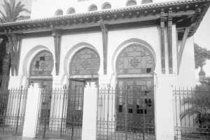 ARRÊT SUR IMAGE: Vu à Oran Un bâtiment de la SNTF à l'abandon