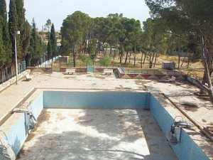 Tiaret - LE CHANTIER NE SERA PAS LIVRÉ AVANT LONGTEMPS:  Plus de trente ans pour la construction d'une piscine !
