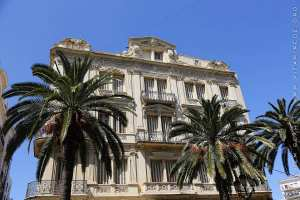 Immeuble à Oran de l'époque coloniale ... toujours beau