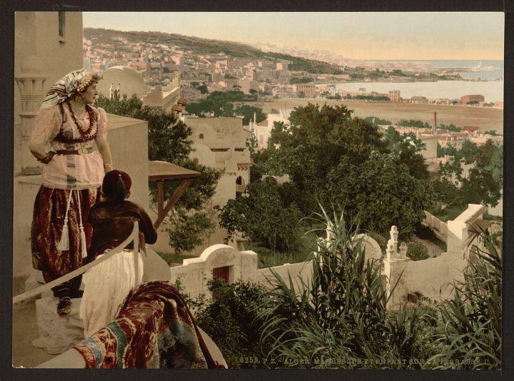 Mauresque et enfant sur terrasse (Photos d'Alger entre 1890 et 1899)