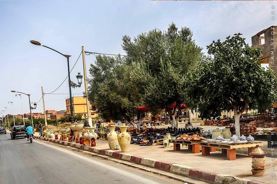 A part la poterie de Bider, tout le reste est importé du Maroc ou Tunisie ....