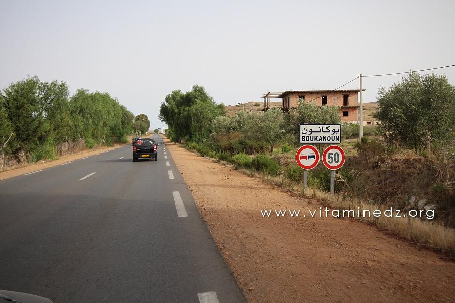 BOUKANOUNE Se trouvant à la frontière algéro-marocaine, elle se situe juste en face de la ville marocaine d'Ahfir.