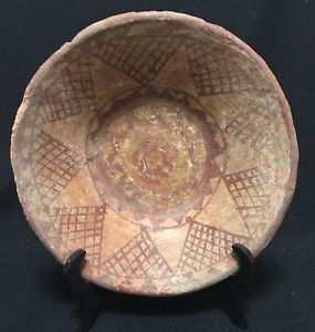 Céramique Berbère Kabylie Kabyle plat Tlemcen ou Nedroma XIXe début XXe Algérie. En vente dans un site web hollandais !!!! quelle est son origine?