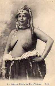 carte postale -Lutteuse kabyle de fort-national
