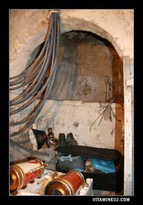 Bains romains squattés et transformés en débaras
