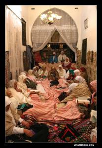 Femmes entrain de réciter des chants religieux à l'occasion du Mawlid Ennabaoui 1432