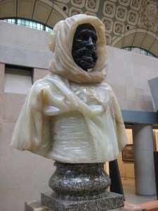Le Burnous immortalisé par le sculpteur français Charles Cordier : Arabe d'El Aghouat en Burnous