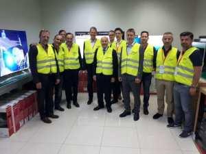 Les allemands au labo qualité des téléviseurs de notre usine d'électroménagers à Sétif !