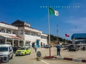 Poste frontalier Algérie-Tunisie El Aouinet non loin d'Oum Tboul