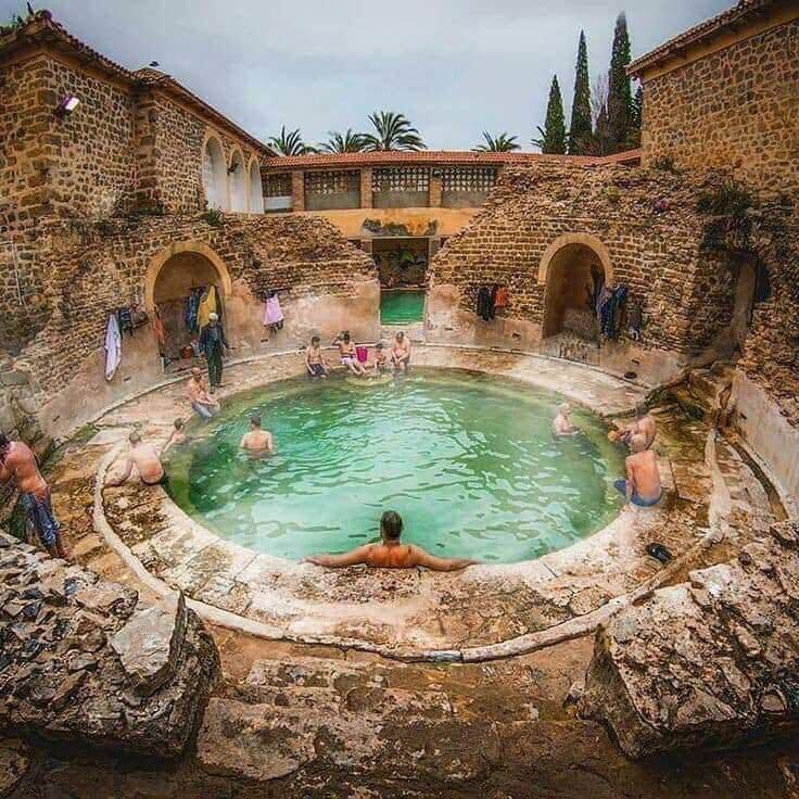 Un bain romain encore en usage après 2 000 ans en #Khenchela #Algeria...!