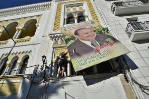 Sortis par des milliers dans les rues d'Alger, les manifestants rejetants le 5e mandat ont brisé la torpeur de vendredis algérois.
