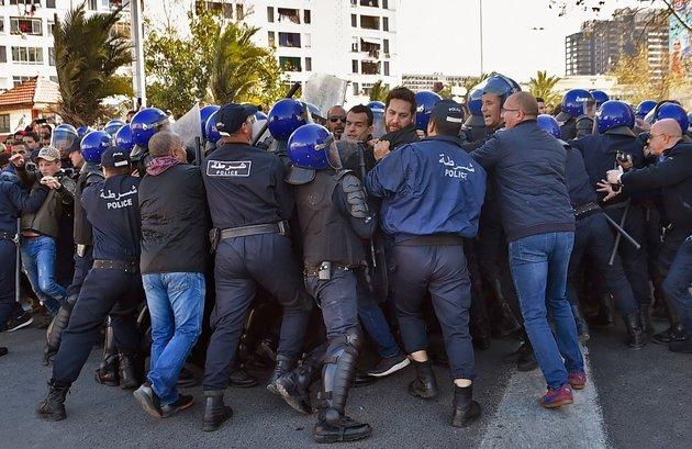 Les manifestations d'Alger en photos
