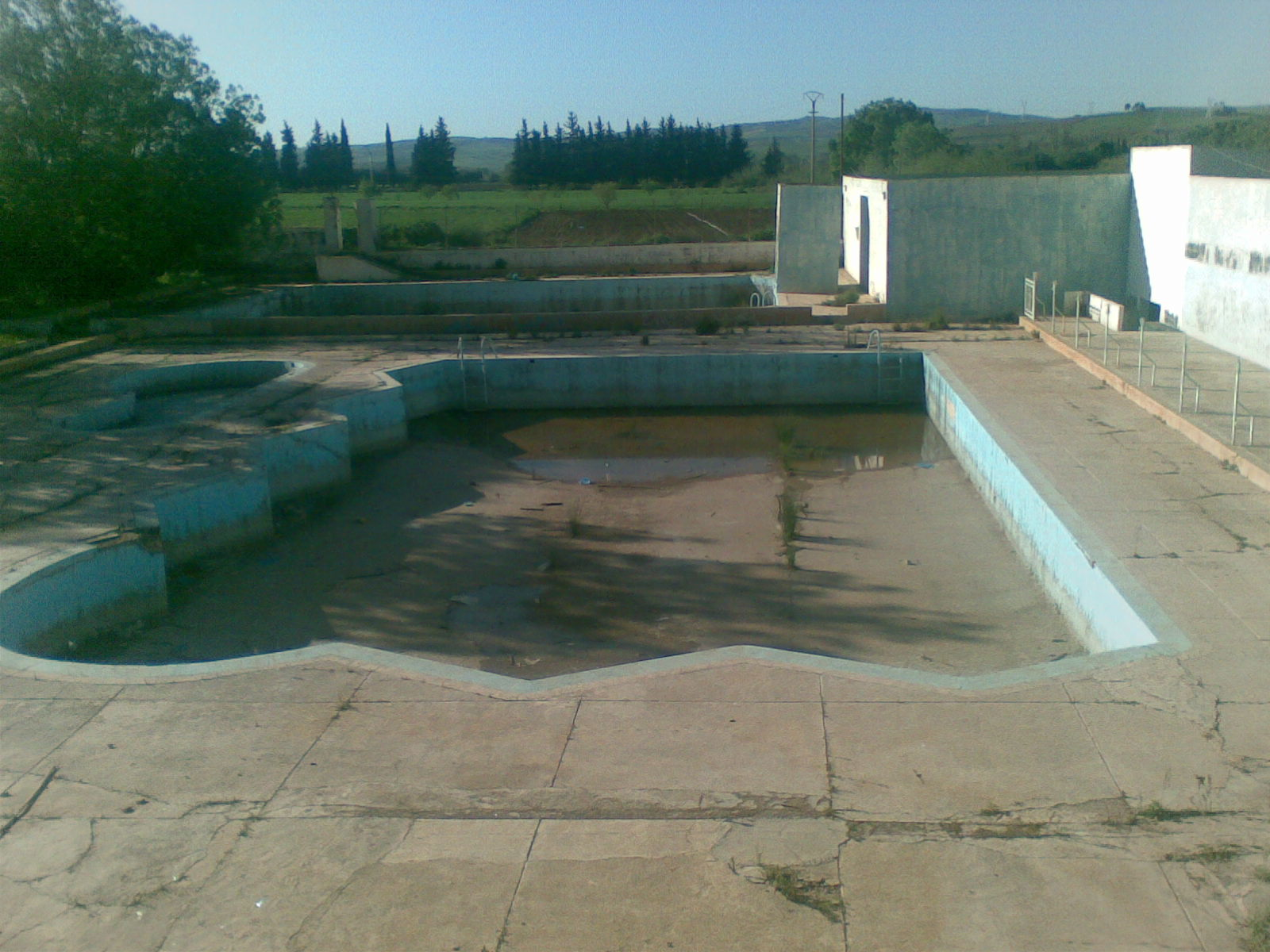 Always no comment for Piscine abandonnee