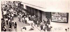 Salle de cinéma a Alger lors de la projection du film les vacances de l'inspecteur Tahar