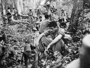 Ouali Djellali, soldat du 27èe bataillon des fantassins algériens, en train d'écouter la radio dans la jungle de Na Phao (Laos), le 5 mai 1954, pendant la bataille de Dien Bien Phu.