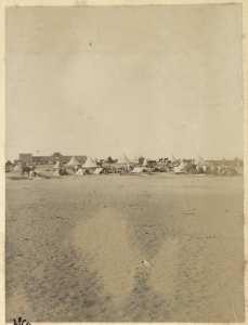 Colonne du capitaine Pujat chargé de la construction du Fort Lallemand : vue du fort et du campement] (Photo rare)