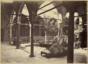 [Constantine. Galerie du palais du bey de Constantine, siège de la division militaire] (Photo rare)