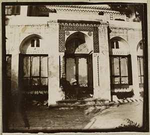 Kermoor. 1922 à 1933 [Jules Meyer lisant un journal] (Photo rare)