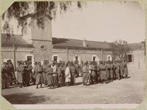 Algérie. El Aricha. Les tirailleurs au rapport (Photo rare)