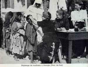 Dépistage du trachome à Ouargla par des soeurs catholiques